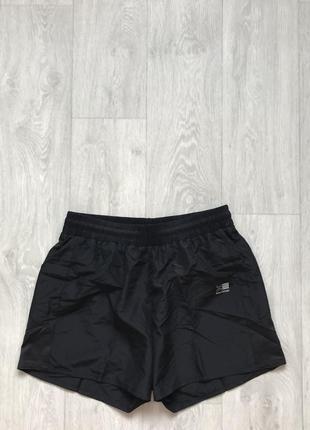 Спортивные шорты karrimor. оригинал размер l.  состояние новых.