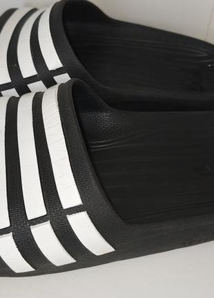 Шлепки adidas в хорошому стані