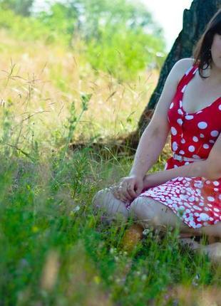 Легкае красное платье в горошек миди солнце-клеш 38р