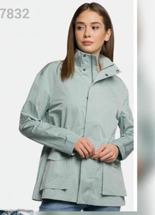 Лёгкая куртка женская изумрудная