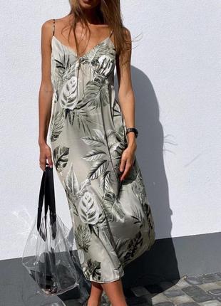 Платье шелковое на бретелях с листьями оливковое