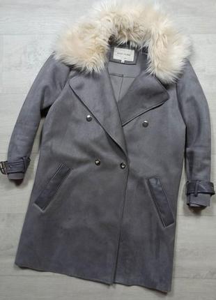 Оригинальное пальто под замш серое