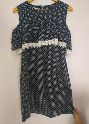 Стильне плаття з воланом