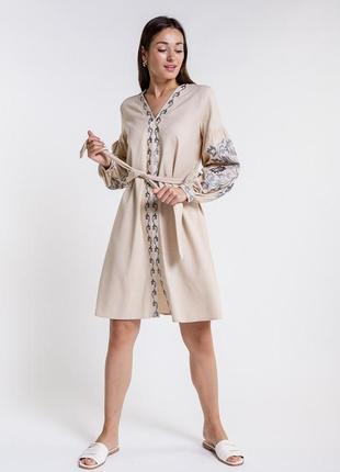 Платье-вышиванка с цветами гладью
