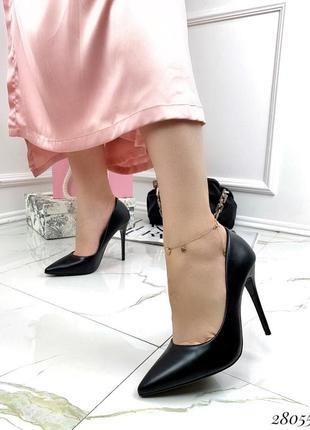 Черные элегантные туфли