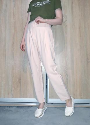 Пудровые брюки слоучи на высокой посадке с подкатами и манжетами c&a