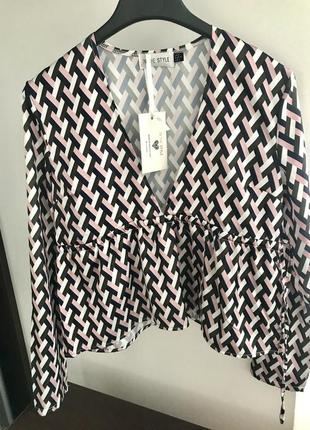 Блузка з вільною талією. нова