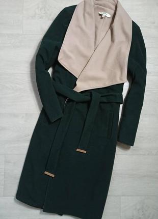 Очень красивое изумрудное пальто на запах