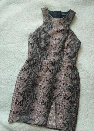 Платье футляр силуэтное по фигуре