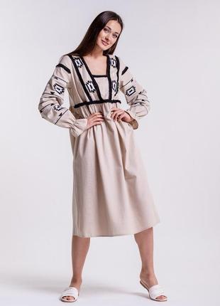 Платье-вышиванка с геометрией гладью