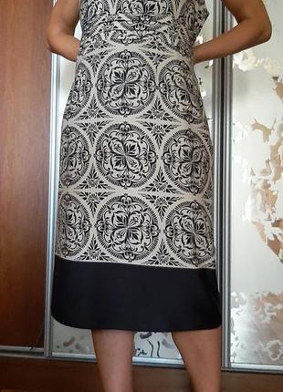 Красивейшее бежевое платье с черным принтом w