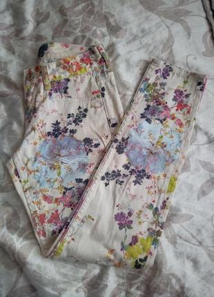 Модные штаны с цветочным принтом ted baker