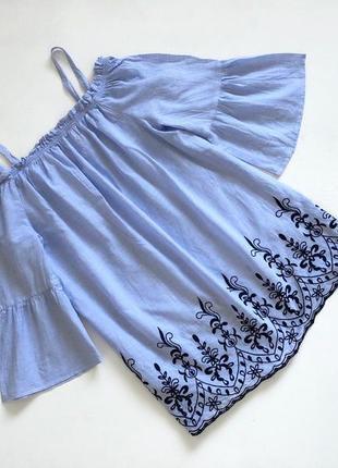 Коттоновая голубая блузочка с вышивкой крой свободный