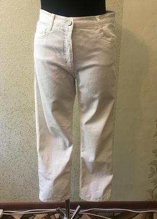 Идеальные женские лаконичные белоснежные джинсы