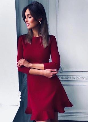Платье с рюшей бордовое