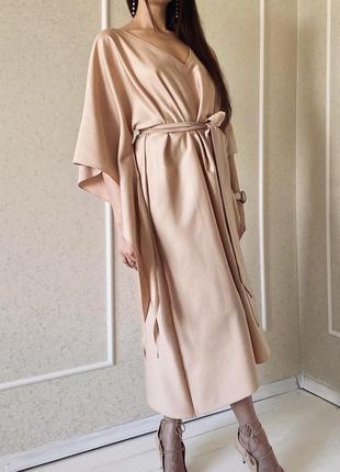 Элегантное золотисто-нюдовое бежевое платье goldie с японскими рукавами кимоно кейп