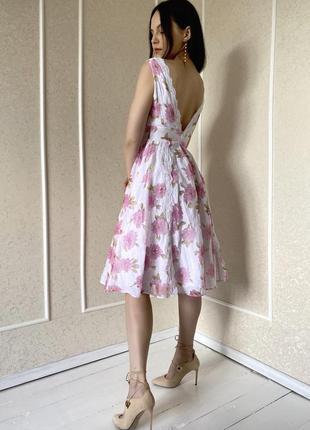 Воздушное платье миди в цветы с кружевом с лифом на запах и вырезом на спинке