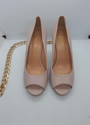 Красиві шкіряні туфлі від minelli