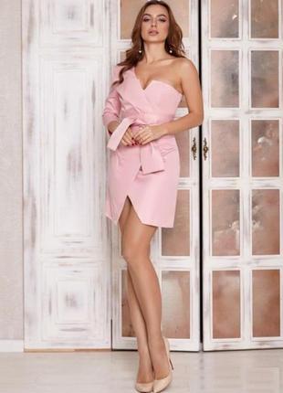 Ассиметричное коктейльное платье с открытым плечом