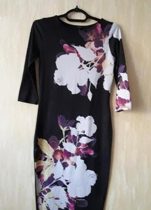 Платье- футляр в цветочний принт