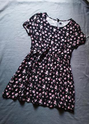 Фирменное легкое платье в цветочный принт