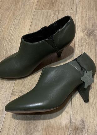 Роскошные зелёные кожаные туфли mss