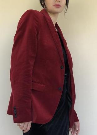 Красный велюровый пиджак в размере м