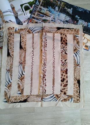 Шелковый платок с жирафом