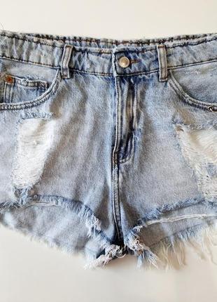Светло-голубые джинсовые шорты на высокой посадке pull&bear размер м (28)