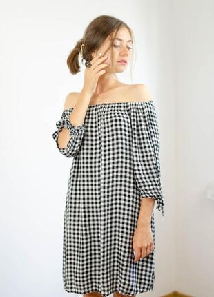 Papaya черное белое клетчатое платье с рукавом 3\4 на открытые плечи в клетку плаття