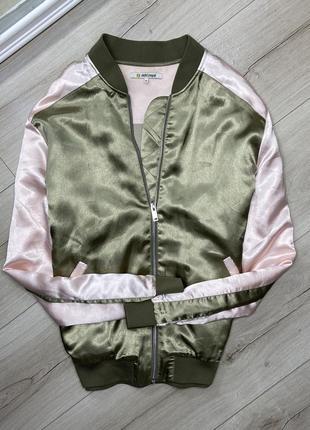 Качественный бомбер куртка