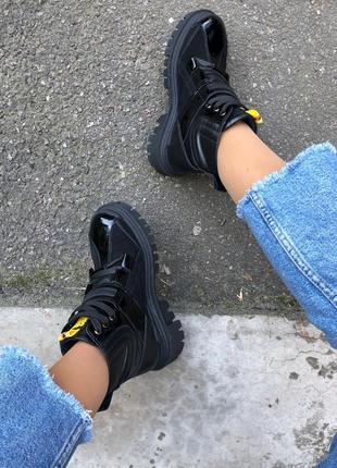 Женские ботинки из натуральной кожи и лака 6713д