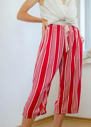 Uniqlo красно-белые легкие укороченные штаны, брюки гаучо на резинке, кюлоты, бриджи