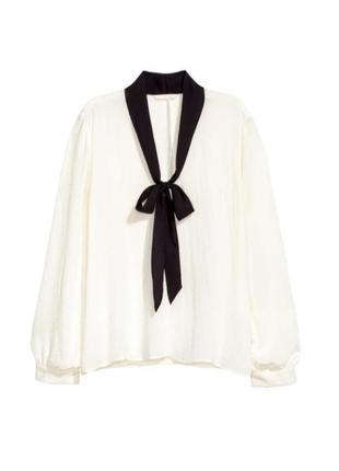 Блузка с бантом на шее