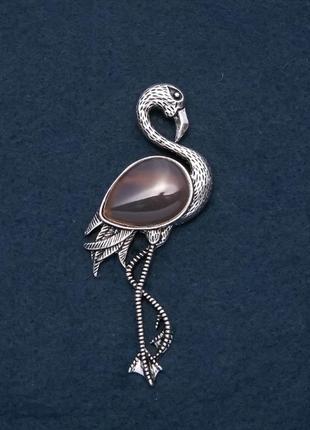 Брошь фламинго с натуральным камнем агат