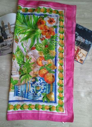 Яркий платок с фруктами