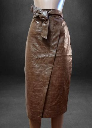 Коричневая стильная кожаная юбка , змея , питон, тесненная под рептилию