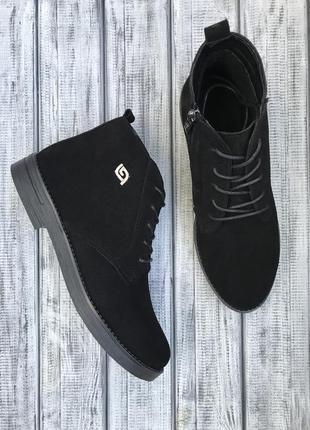 Чёрные замшевые ботинки