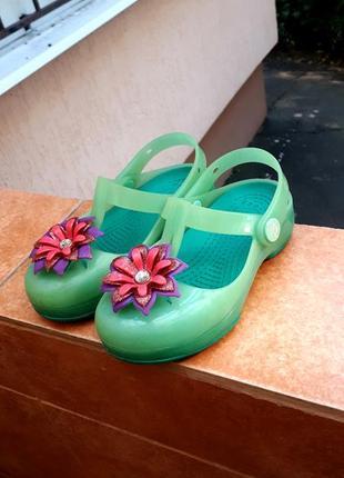 Фирменные боссоножки аквашузы crocs для девочки