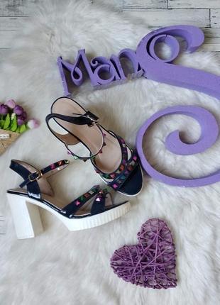 Босоножки ok shoes женские на каблуке с шипами