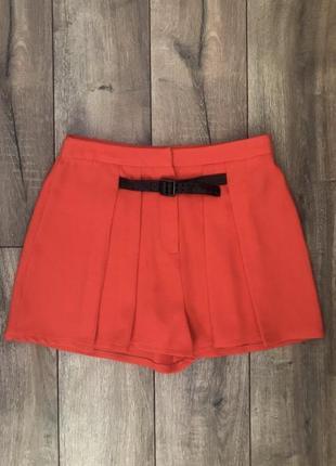 Яркие легкие шорты кораллового цвета