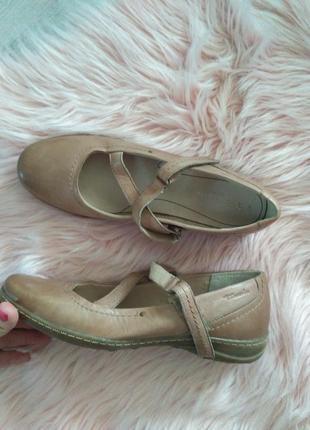 Кожаные бежевые закрыте туфли tamaris eur 41