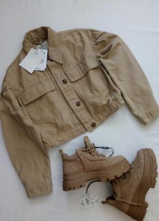 Новая джинсовая куртка оверсайз с объёмными рукавами и накладными карманами.
