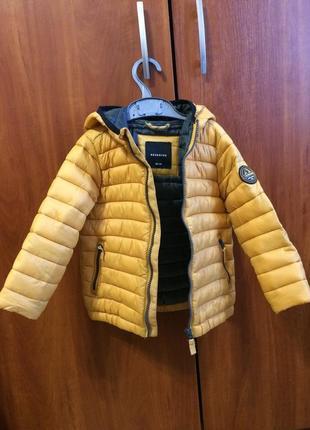Стилиная куртка на мальчик
