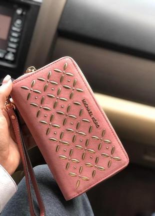 Кошелек michael kors embellished leather smartphone wristlet rose кожа оригинал