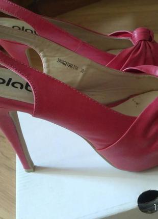 Коралловые туфли на каблуке