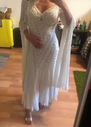Уникальное супер красивое свадебное платье с вышивкой из бисера!