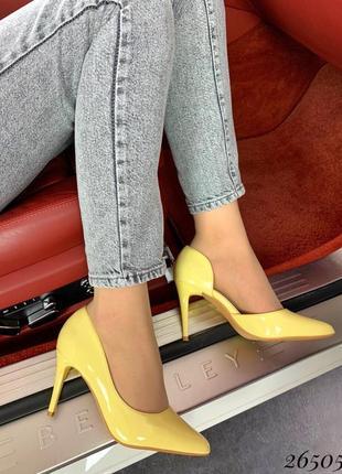 Туфли лодочки жолтые