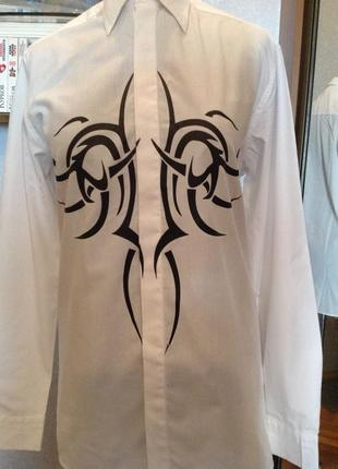 Рубашка приталенная с принтом р. 48-50