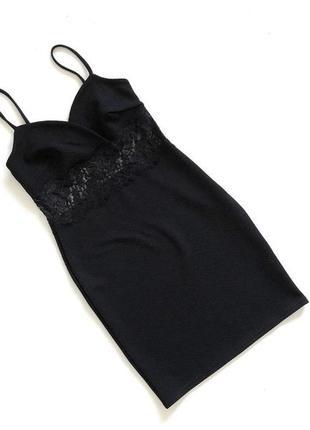 Стильное фактурное черное платье